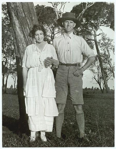 karen-blixsen-isak-dinesen-and-her-brother-thomas-dinesen-1920s